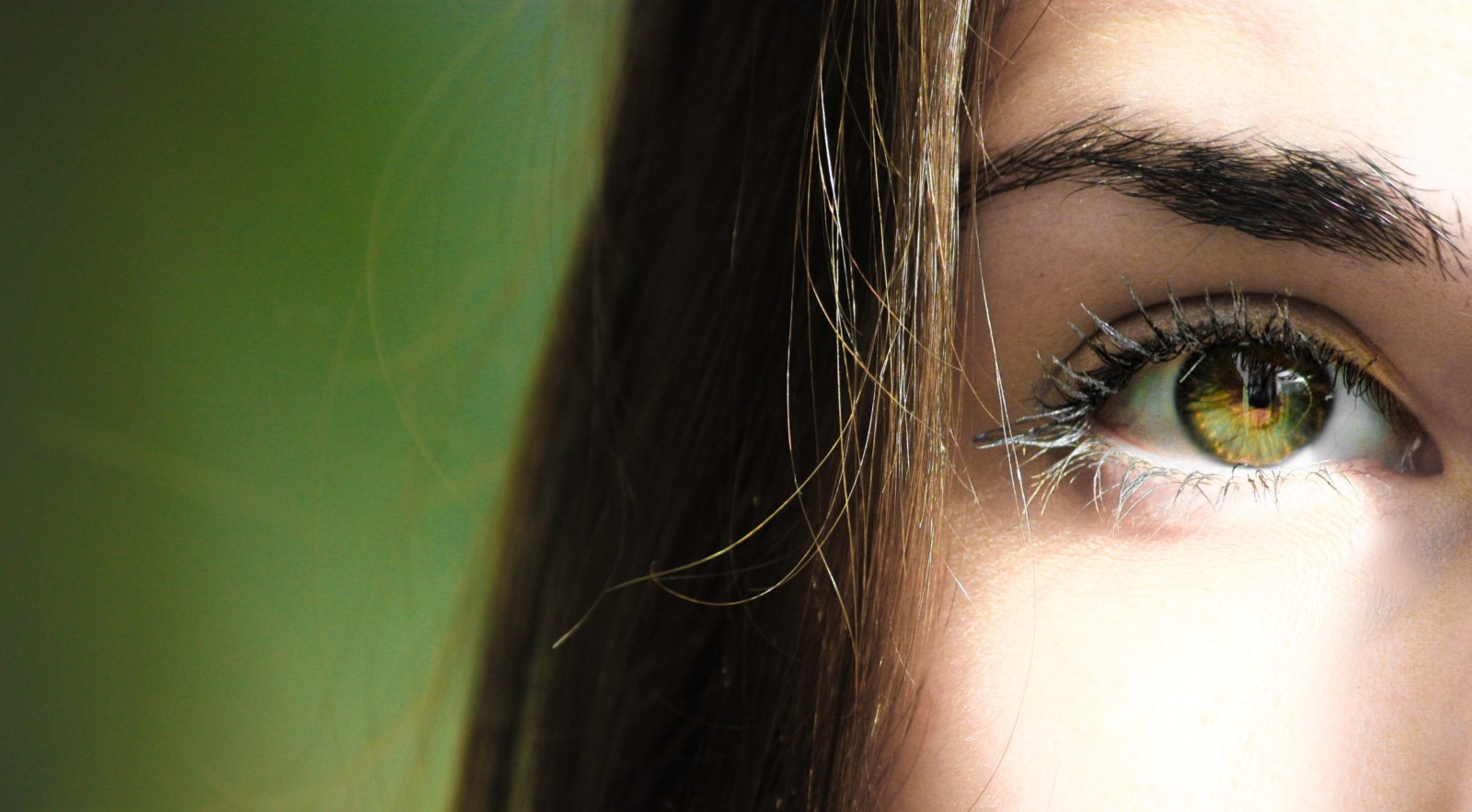Can contact lenses get lost behind my eye?